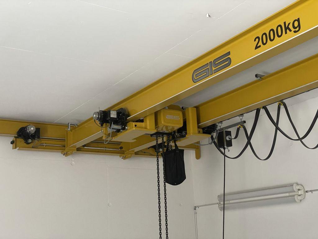 GIS Kettenzug eingebaut zwischen den Stahlträger.