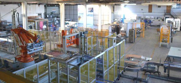 Die Verdrahtung macht einen großen Teil der Gesamtkosten von Maschinensteuerungen für Verpackungsanlagen aus.