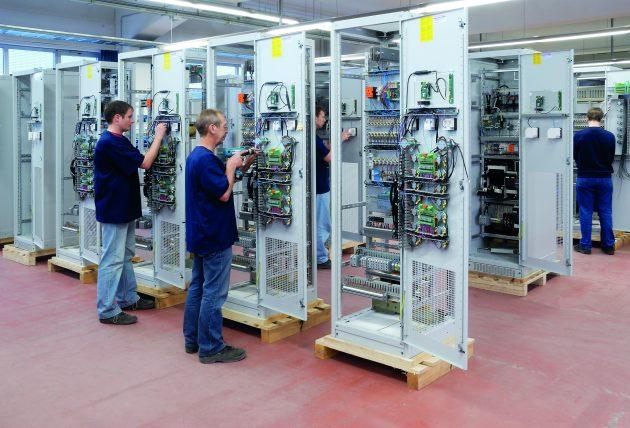 Nach Abschluss der Konstruktion hat das Montageteam direkten Zugriff auf die freigegebenen technischen Unterlagen. (Bild: Benning)