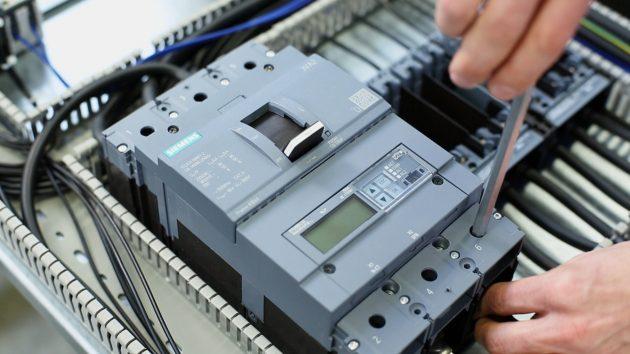 Die Kompaktleistungsschalter 3VA unterstützen jeden Schritt von der Planung über die Installation bis zur Wartung. (Bild: Siemens AG)