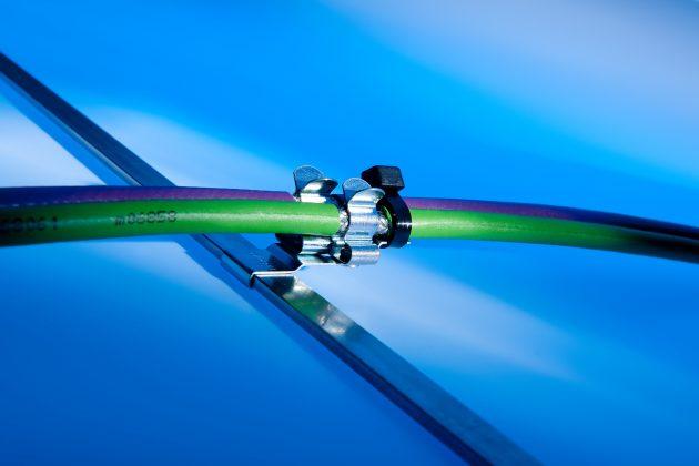 Mit den neuen EMV-Schirmclips verdoppelt sich die Packungsdichte. (Bild: Murrplastik Systemtechnik GmbH)