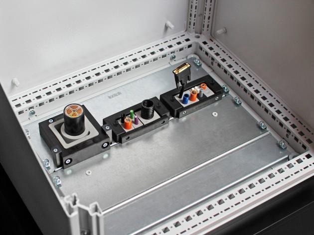 Schaltschrankbodeneinführung KDR-ESR (Bild: icotek GmbH)