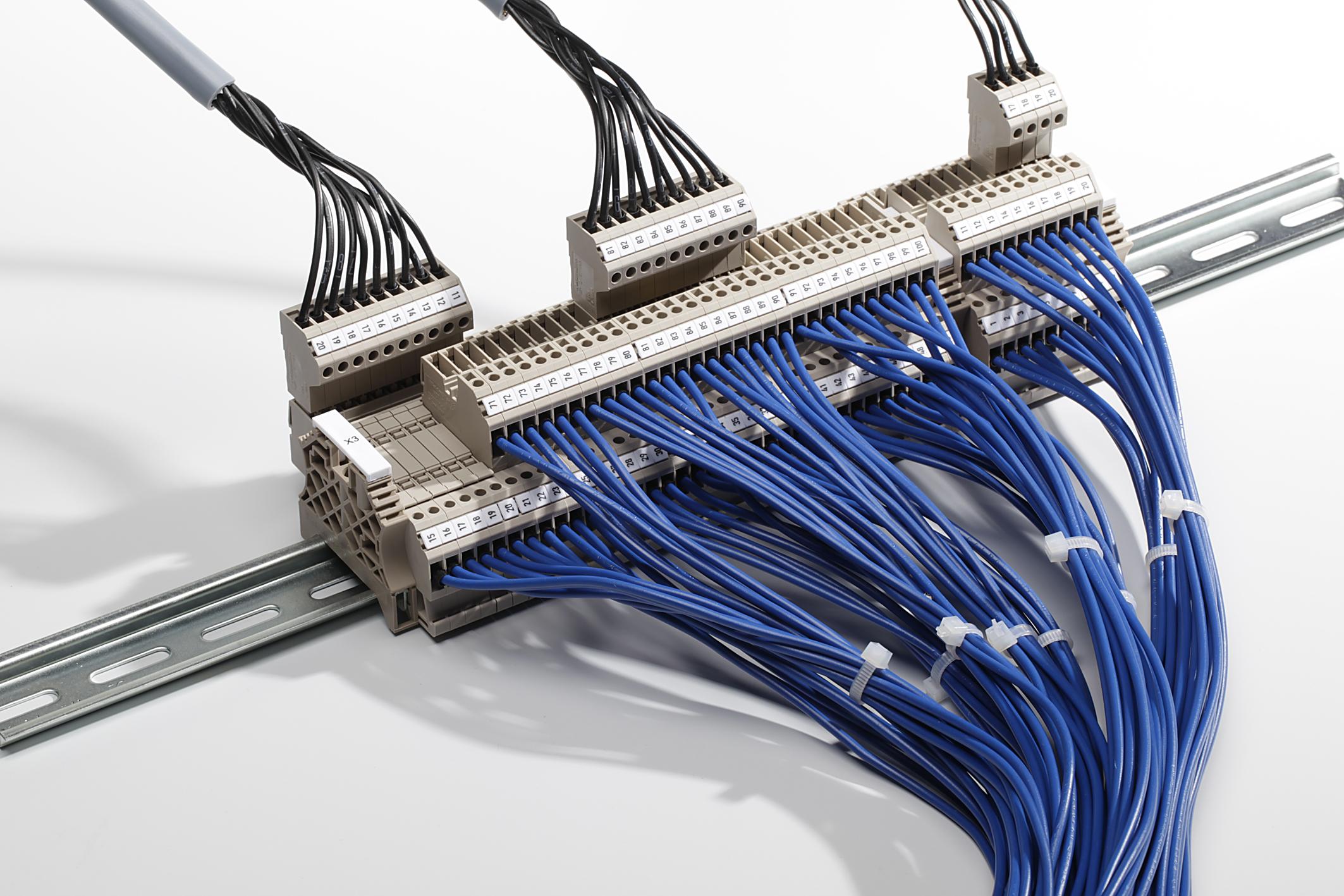 Weidmüller Reihenklemmen WDT 2.5 – das Reihenklemmensystem mit integrierter Schaltschrankreserve
