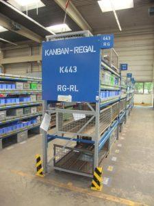 Kanban-Regal in der Endmontage (Bild: Fritz Driescher KG)