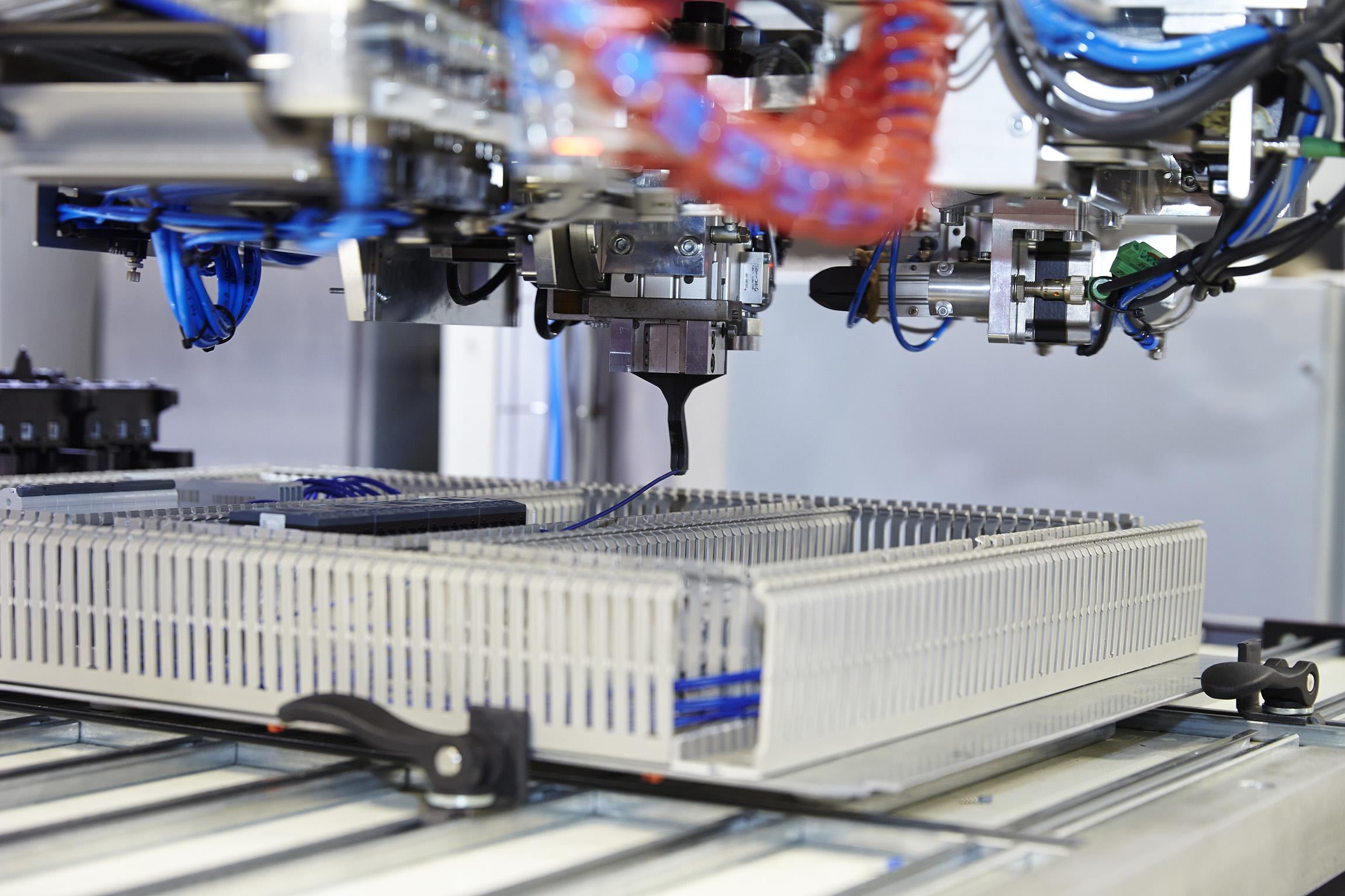 Automatisches Verdrahten | Schaltschrankbau- Unterverteilung und Gehäuse
