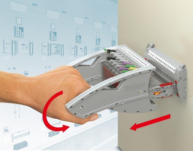 Reduzierter Kraftaufwand und exakte Signalzustände beim Ziehen des Steckers dank Drehgriff-Mechanik (Bild: Phoenix Contact GmbH & Co. KG)
