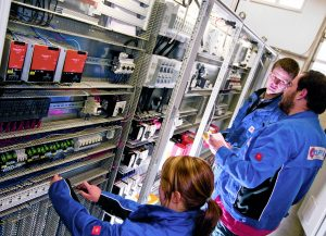 Sowohl die Termopto-Halbleiterrelais als auch die Termseries-Relaiskoppler benötigen aufgrund ihrer Kompaktheit nur wenig Platz und eignen sich so auch für kleinere Schaltschranklayouts. (Bild: Weidmüller  GmbH & Co. KG)