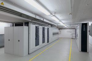 Die Niederspannungshauptverteilung besteht aus einer Schaltanlage vom Typ Sivacon S8. Jedes der insgesamt 40 Felder ist mit einem offenen Leistungsschalter 3WL bestückt. (Bild: Siemens AG)