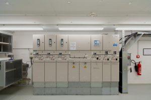 Die Einspeisung aus dem Berliner 10-kV-Netz erfolgt über eine Übergabestation vom Typ 8DJH mit sieben Feldern. (Bild: Siemens AG)