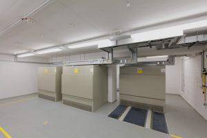 Ein Siemens-Trafoschutzgehäuse gewährleistet trotz beengter räumlicher Verhältnisse den erforderlichen Berührungsschutz. (Bild: Siemens AG)