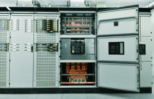 In der Niederspannungs-Schaltanlage wurde u.a. dieser Leistungsschalter mit Stromschienenanschluss von unten verbaut. (Bild: Gustav Hensel GmbH & Co. KG)