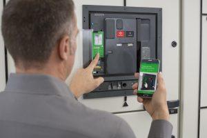 Der Masterpact MTZ deckt einen Bereich von 630 bis 6.300A ab und lässt sich an jedes Energie- und Gebäudemanagementsystem anbinden. (Bild: Schneider Electric GmbH)