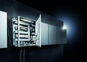 Die Kompaktschaltschränke lassen sich auch sicher und schnell anreihen. (Bild: Rittal GmbH & Co. KG)