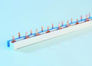 Die neue Phasenschiene von FTG gibt es für 1- bis 4-polige Anwendungen und sorgt in Schaltschränken für eine sichere Verbindung. (Bild: Friedrich Göhringer Elektrotechnik GmbH)