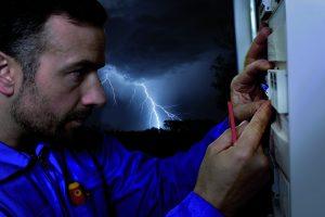 Speziell auf die zu sch?tzende Anwendung abgestimmt - nur so kann ein Typ 1 SPD effektiv vor den Auswirkungen direkter Blitzeinschl?ge sch?tzen. (Bild: Phoenix Contact Deutschland GmbH)