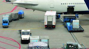 Um den Ad-hoc-Bedarf des Automobilherstellers im chinesischen Werk zu decken, blieb nur die Luftfracht als Transportmittel. (Bild: ?vanbeets/istockphoto.com; Friedrich L?tze GmbH)