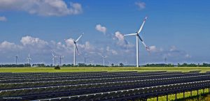 Regelm??ige Schutzma?nahmen-Pr?fungen gew?hrleisten die Betriebs- und Ausfallsicherheit von Windenergie- und Photovoltaik-Anlagen (Bild: hpgruesen/Pixabay)