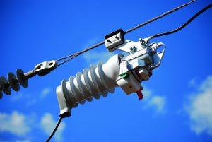 Siemens hat vom britischen Verteilnetzbetreiber UK Power Networks den Auftrag erhalten, Teile des Freileitungsnetzes mit 600 Vakuumleistungsschalter vom Typ Fusesaver und 200 Remote Control Units (RCU) auszustatten. Die Vakuumleistungsschalter werden dire (Bild: Siemens AG)