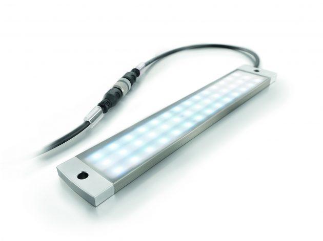 Weidmüller Industrie Licht (WIL) - nur eine, mit 8mm sehr flach ausgelegte LED Leuchte für viele Anwendungen. Der Anschluss erfolgt über einen M12-Steckverbinder. (Bild: Weidmüller GmbH & Co. KG)
