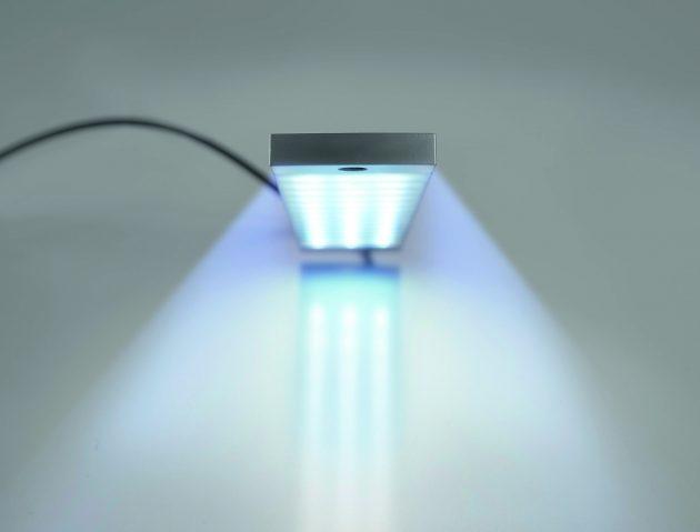 Die LED-Leuchte besitzt mit 20° einen breiten Abstrahlwinkel. Er sorgt für einen weit ausgeleuchteten Bereich. (Bild: Weidmüller GmbH & Co. KG)