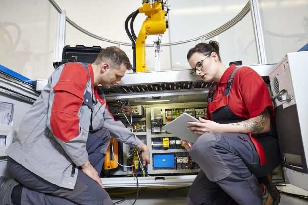 Sicher prüfen mit dem Profitest Prime: Das moderne, vielseitige Prüfgerät erfüllt die Anforderungen für CAT III bis 600V sowie CAT IV bis 300V. (Bild: GMC-I Messtechnik GmbH)