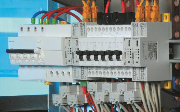 Die Verbindung von Modulen und Kabeln mit Klickverschlüssen verhindert Anschluss- und Installationsfehler. (Bild: Socomec GmbH)