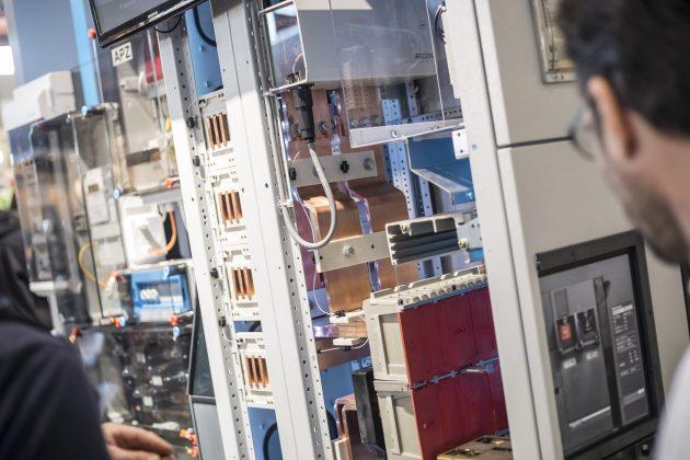 Die Messe Eltefa bietet mit 'Schaltanlagen im Fokus' eine praxisorientierte Präsentationsplattform für Industrie- und Gebäudeanwendungen. (Bild: Messe Stuttgart)