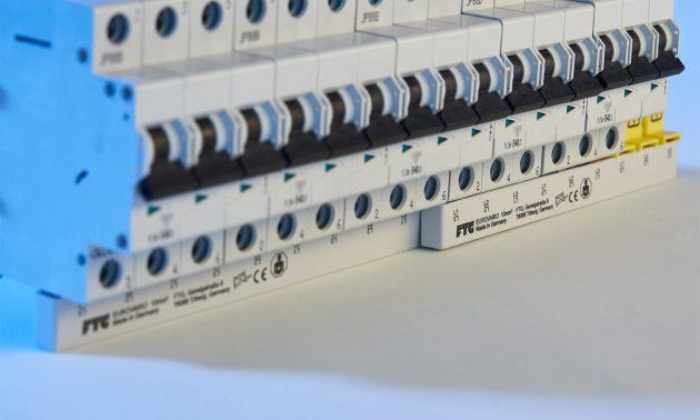 Standardisierte Vielseitigkeit: Die kompakte Eurovario- Phasenschiene von FTG überzeugt in zahlreichen Anwendungsgebieten. Sie ist einfach und schnell montiert und garantiert dadurch mehr Effizienz. (Bild: Friedrich Göhringer Elektrotechnik GmbH)