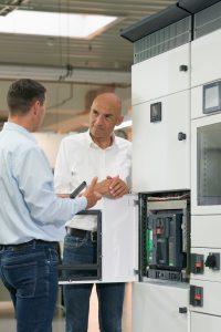 Die digitalen Module des offenen Leistungsschalters liefern Daten für die besonders im Datacenter immens wichtige Sicherung der konstanten Netzqualität.(Bild: Schneider Electric GmbH)
