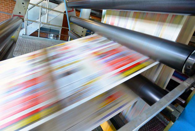 Hohe Funktionalität auf kleinstem Raum: Druckmaschine für Tageszeitung (Bild: ©Industrieblick / stock.adobe.com)