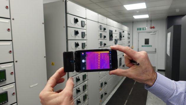 Eine Wärmekamera sorgt dafür, dass die IT beim Aston-Martin-Red-Bull-Team reibungslos funktioniert. (Bild: Flir Systems GmbH)