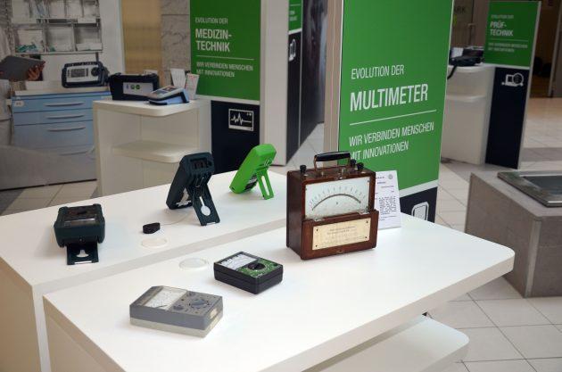 Die Ausstellung in Nürnberg präsentierte historische und aktuelle Mess- und Prüftechnik aus 111 Jahren. (Bild: TeDo Verlag GmbH)