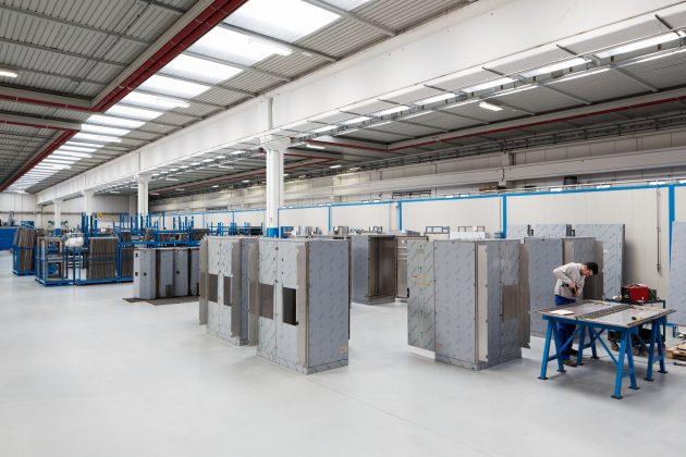 Jährlich liefert Ilinox 1.500 unterschiedliche Edelstahlgehäuse-Varianten aus, über die Hälfte davon in kundenspezifischer Ausführung. (Bild: Ilinox / Falk GmbH Technical Systems)