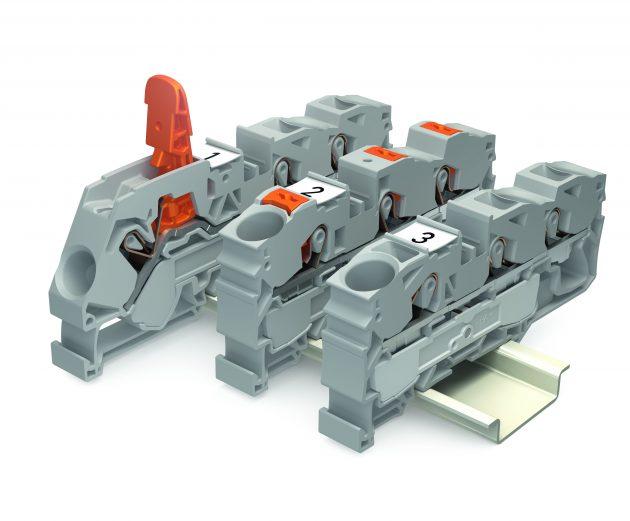 Die neuen Wago Reihenklemmen Topjob S mit Hebel revolutionieren die Anschlusstechnik. Denn damit können nun auch im Schaltschrank Leiter ohne die Zuhilfenahme von Werkzeugen einfach mit der Hand angeschlossen und wieder gelöst werden. (Bild: Wago Kontakttechnik GmbH & Co. KG)