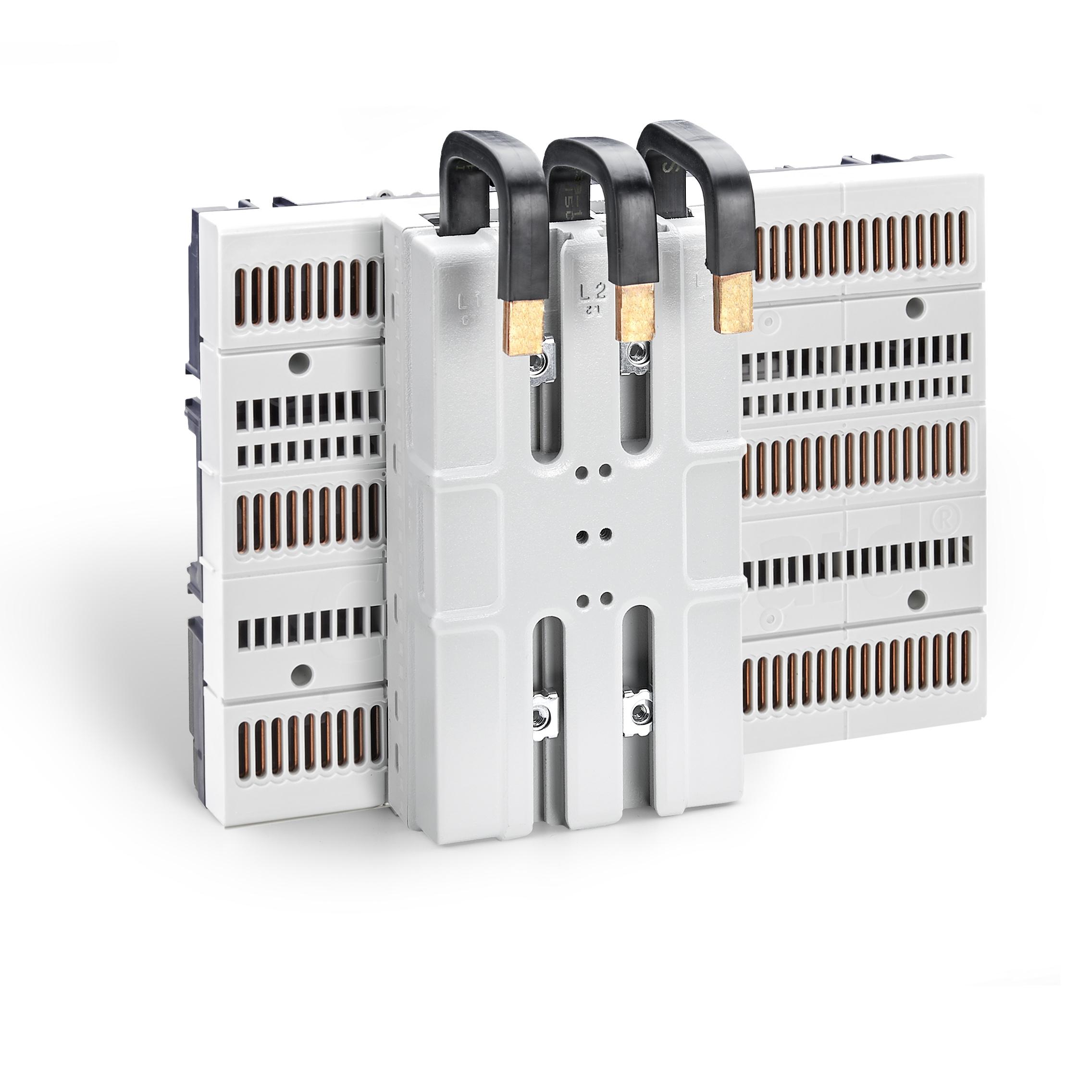 Eques CrossBoard, 3-polig, 90mm breit (Bild: Wöhner GmbH & Co. KG Elektrotechnische Systeme)