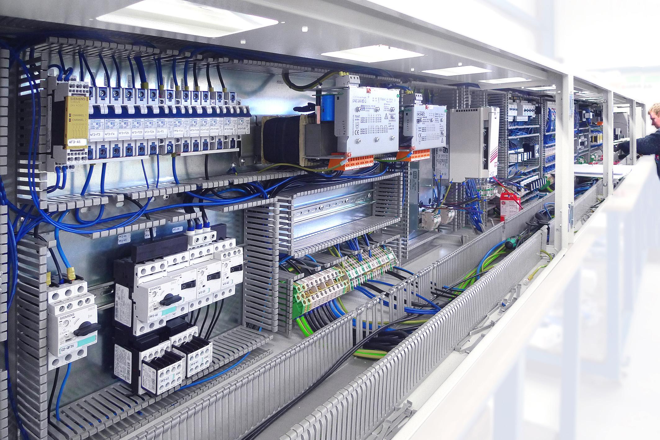 Mit seinen MIC-Anreihgehäusen bietet LFS Technology flexible Lösungen für die zeit- und materialsparende Schrank-zu-Schrank-Verdrahtung. (Bild: LFS Technology GmbH)