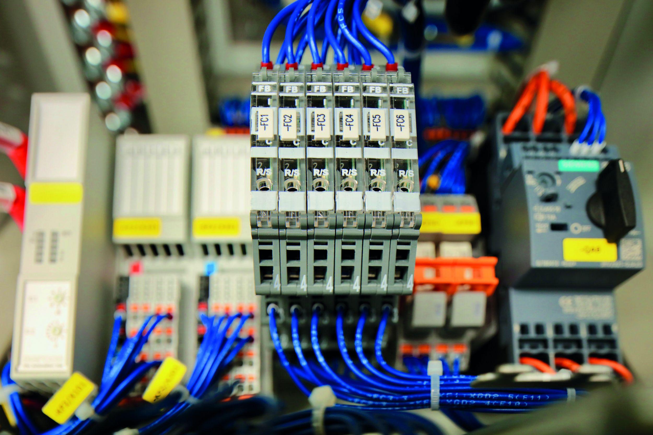 Intelligente Stromüberwachung LOCC-Box im Karosseriebau (Bild: Friedrich Lütze GmbH)