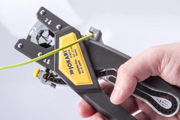 Die Abisolierzange Quadro Plus vereint vier Funktionen auf einmal: Abschneiden, Abisolieren, Verdrillen und Vercrimpen. (Bild: Jokari-Krampe GmbH)