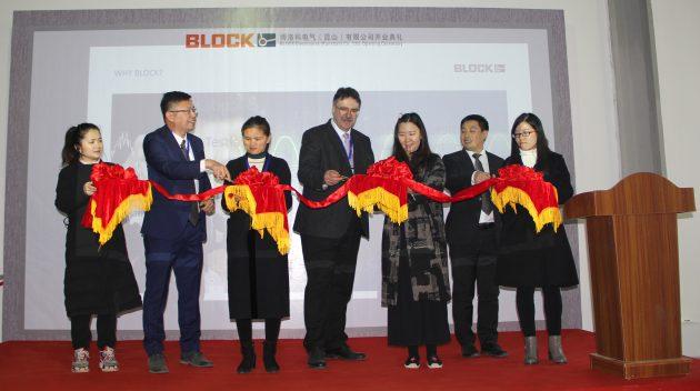 Block-Geschäftsführer Udo L. Thiel (mitte) mit General Manager Alex Meng (2.v.l.) und seinem Team (Bild: Block Transformatoren-Elektronik GmbH)