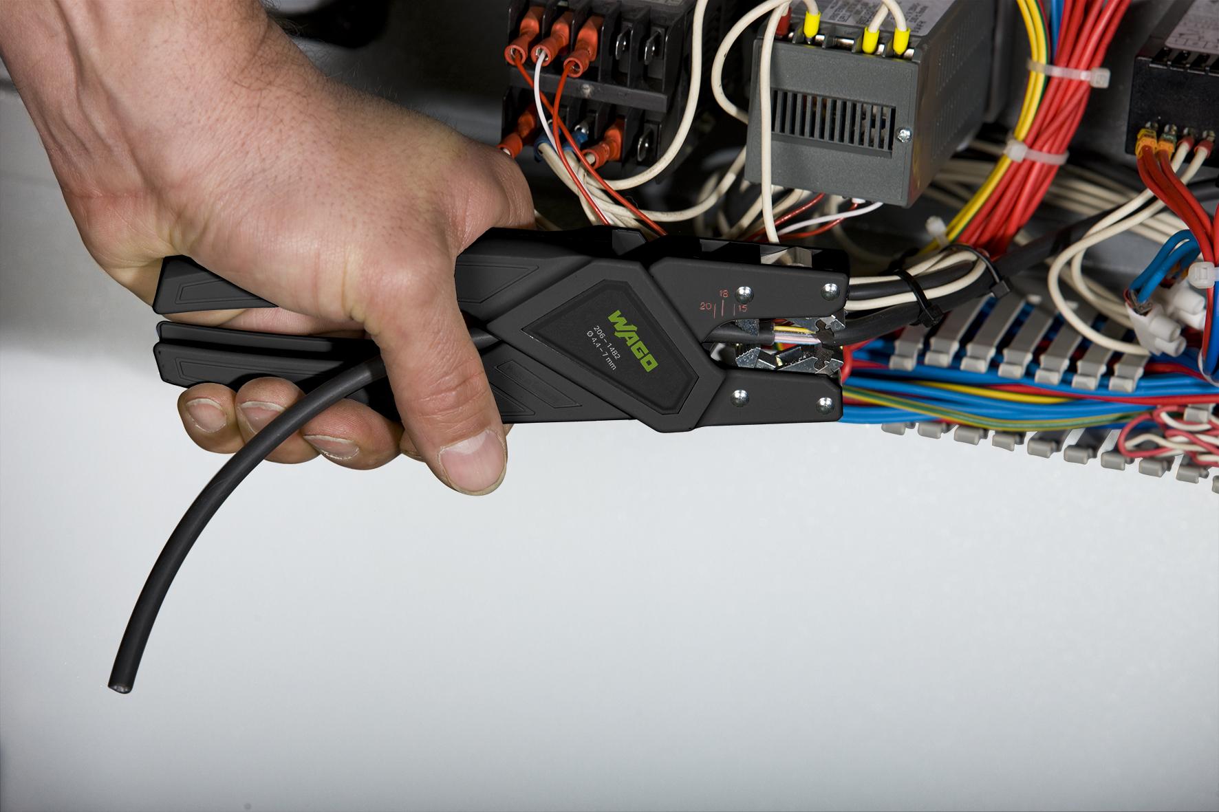 Wago stellt fünf neue Abmantelwerkzeuge für den Schaltanlagenbauer vor. (Bild: Wago Kontakttechnik GmbH & Co. KG)