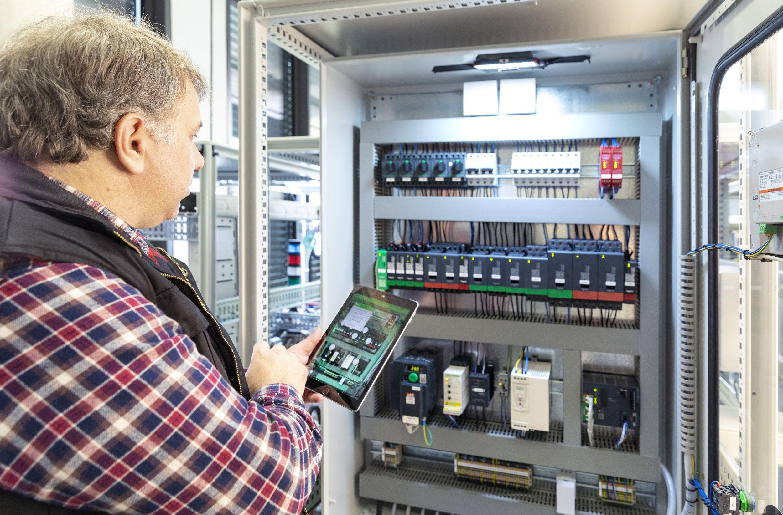 Mit den neuen Lösungen von Schneider Electric sollen OEMs die Markteinführungszeit ihrer Maschinen und Anlagen verkürzen können. (Bild: Schneider Electric GmbH)