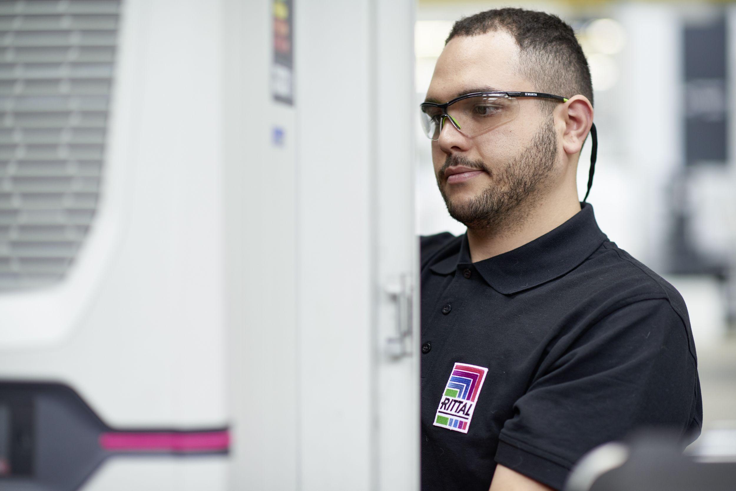 Schaltschrank-Kühlgeräte und Chiller von Rittal sind von den ausgesprochenen Verwendungsverboten nicht betroffen und daher über 2020 hinaus zukunftsfähig. (Bild: Rittal GmbH & Co. KG)