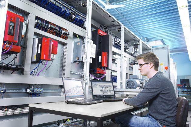 Der digitale Zwilling entsteht in der Aufbauplanung mit Eplan Pro Panel. (Bild: Unitechnik Systems GmbH)