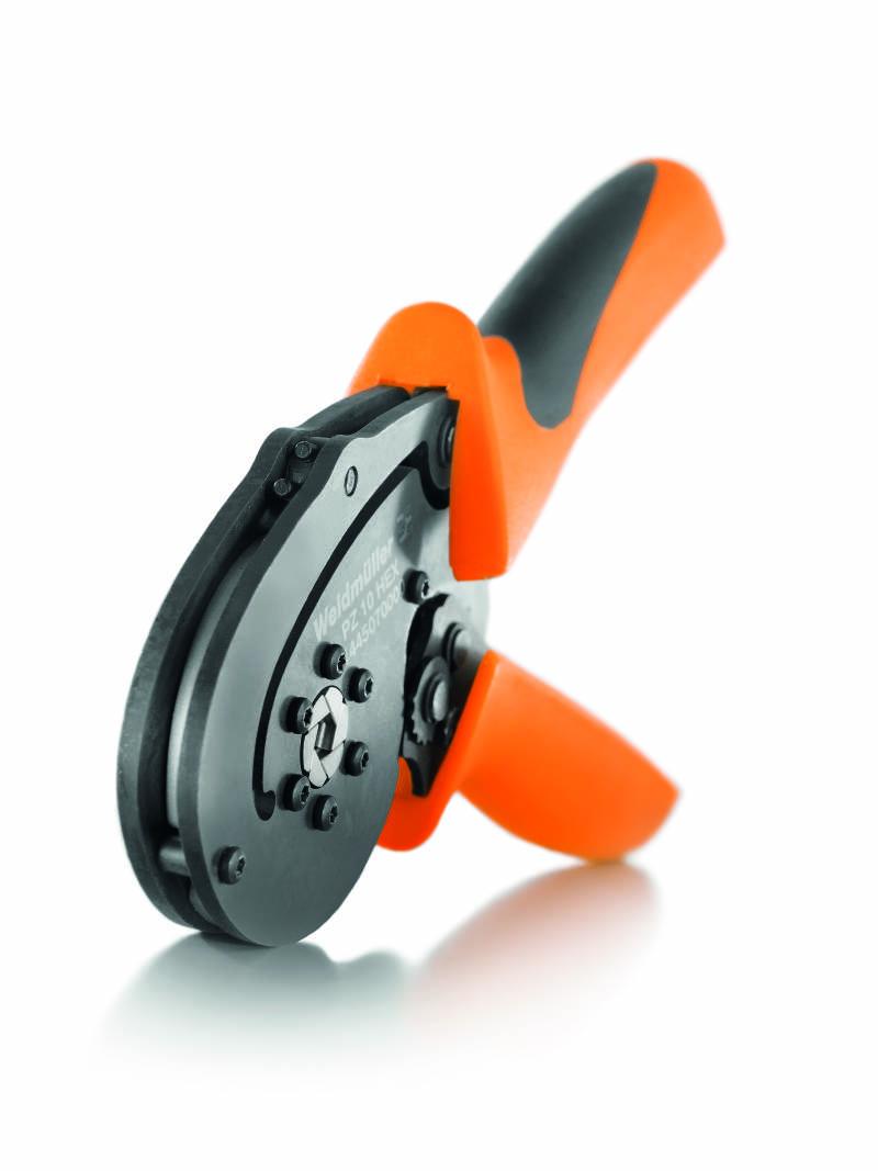 Form, Material, Griffweite und Oberflächenstruktur der Griffe sind besonders ergonomisch und erlauben ein sicheres und ermüdungsfreies Arbeiten beim Crimpwerkzeug PZ 10 HEX. (Bild: Weidmüller Gruppe)