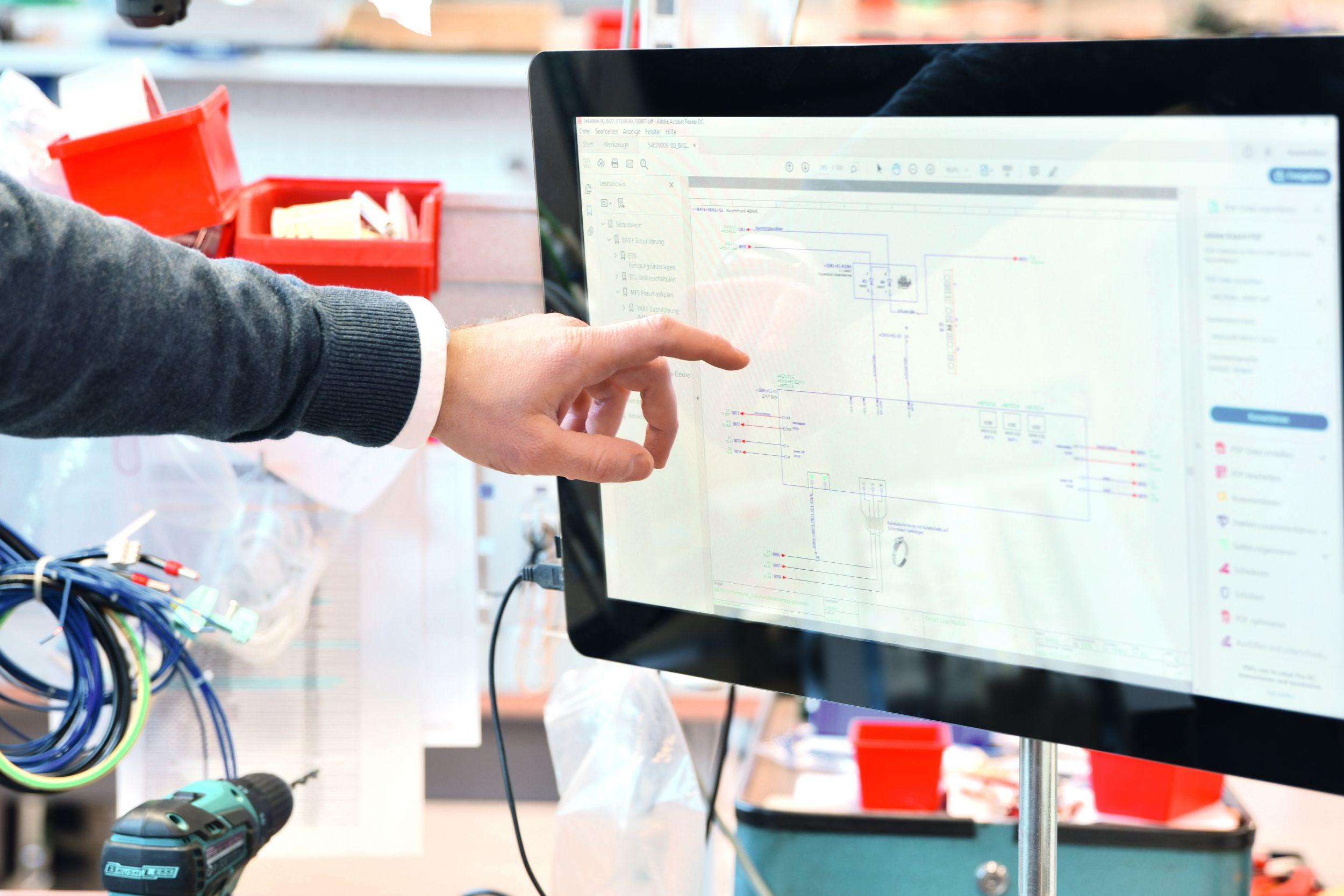 Stück für Stück werden in der Fertigung von Betron digitale Arbeitsplätze eingerichtet. (Bild: Wago Kontakttechnik GmbH & Co. KG)