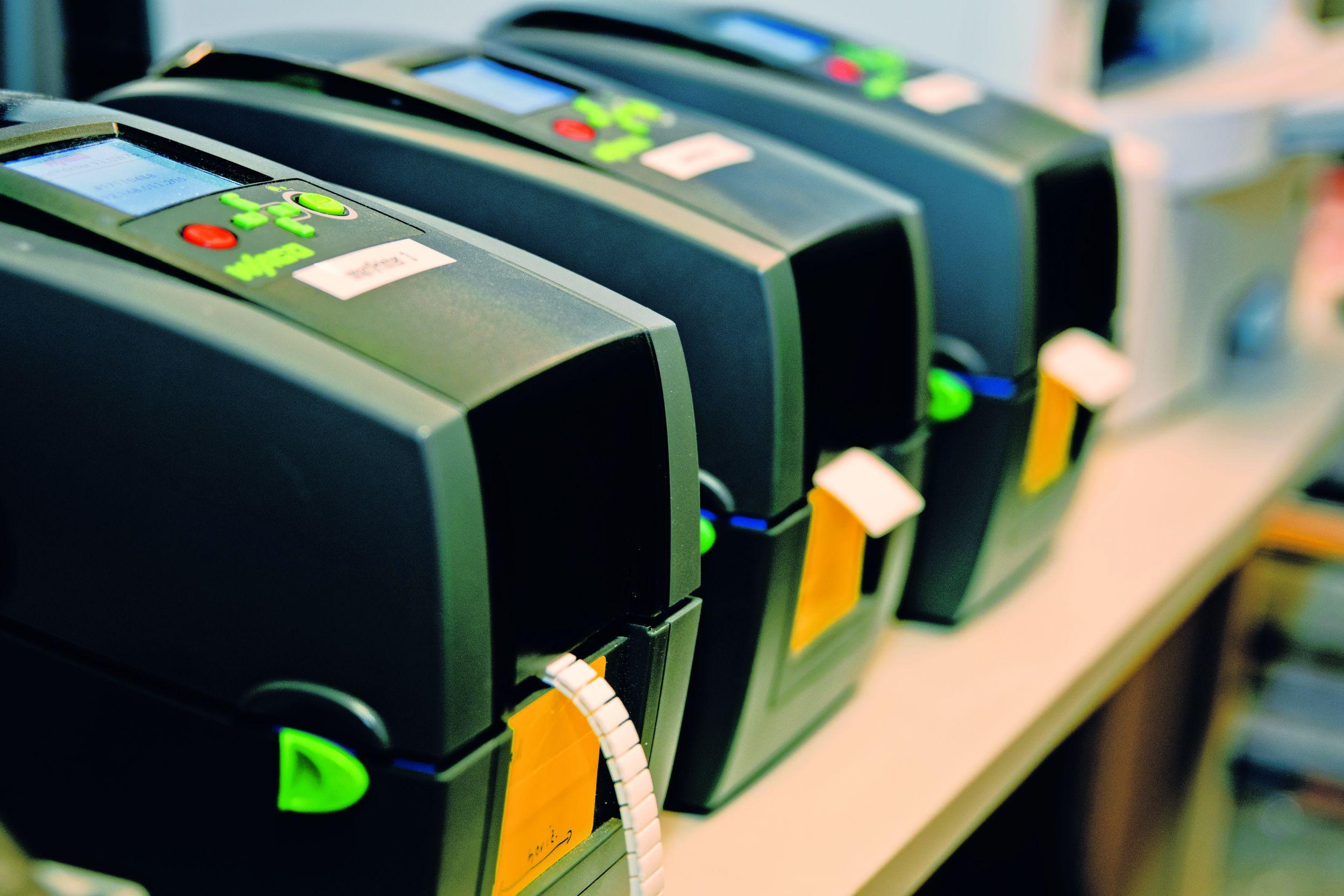 Die Schnittstelle zwischen den Wago Druckern und dem Smart Designer erleichtert die Beschriftung von Klemmenleisten. (Bild: Wago Kontakttechnik GmbH & Co. KG)