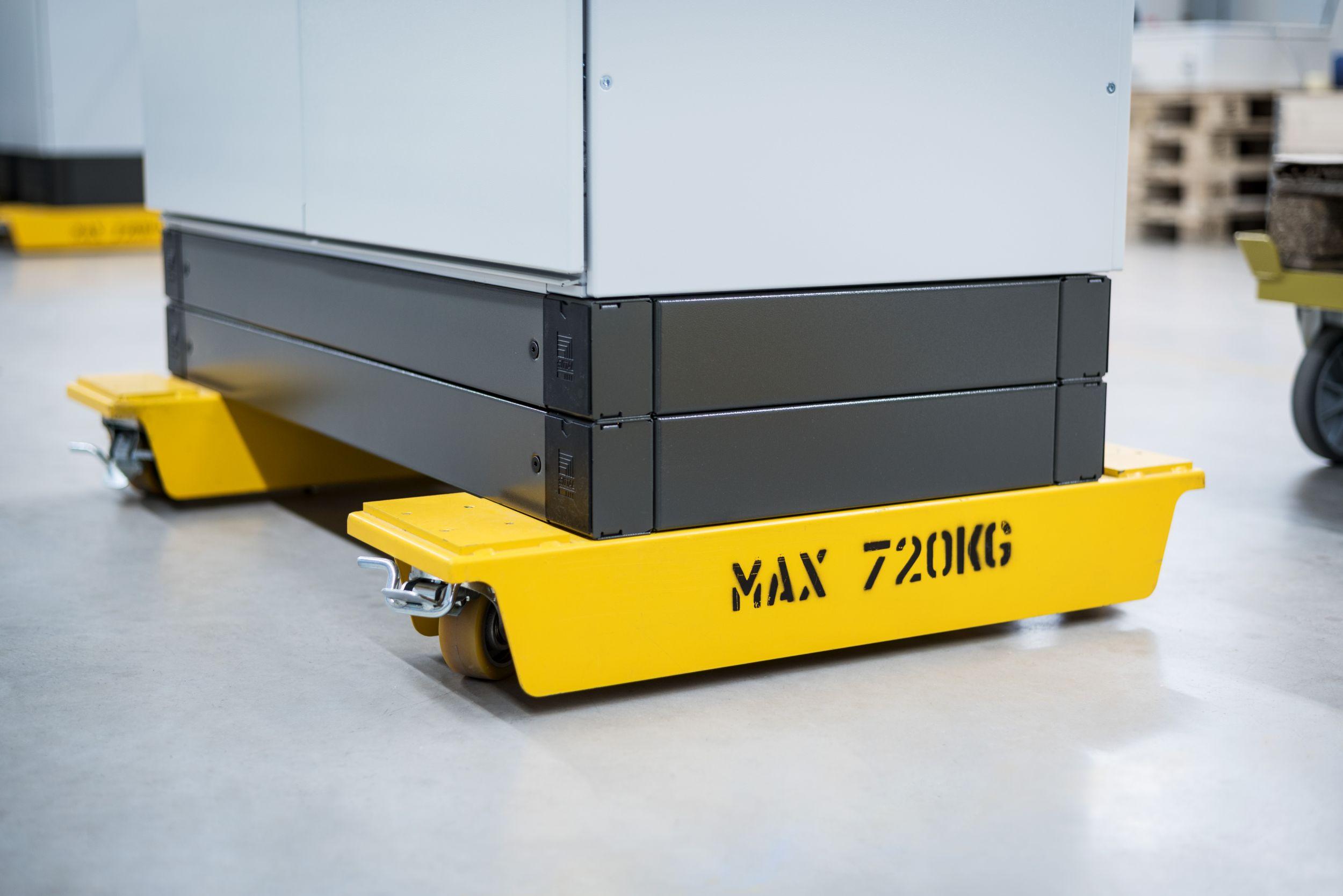 Die Transportkonsole für Schaltschränke bietet eine Traglast von 720kg. (Bild: Blumenbecker Automatisierungstechnik GmbH)