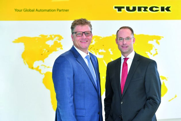 Christian Pauli und Christian Wolf (v.l.), Geschäftsführer der Turck-Holding (Bild: Hans Turck GmbH & Co. KG)