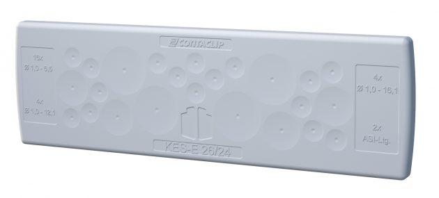 Schraubenlose Kabeleinführungsplatten der KES-E-Reihe lassen sich einfach in Gehäuse-Durchlassöffnungen drücken und dichten die Einführungen mit IP64 ab. (Bild: Conta-Clip Verbindungstechnik GmbH)