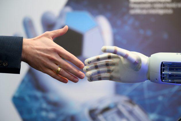 Die Bedeutung von Mensch und Maschine im modernen industriellen Arbeitsumfeld ist ein wichtiges Thema auf der neuen Transformation Stage der Hannover Messe 2020. (Bild: Deutsche Messe AG)